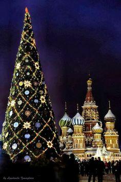 Christmas Tree on the Red Square, Moscow Noel Christmas, Christmas And New Year, All Things Christmas, Winter Christmas, Christmas Lights, Christmas Decorations, Xmas, Christmas Photos, Europe Christmas