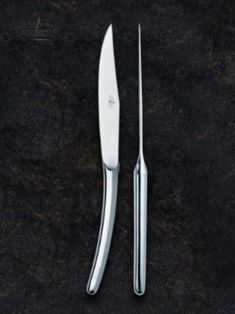 Designer Christian Ghion created these table knives in shiny stainless steel. He is one of many designers and creators who designed new, innovate and beautiful interpretations of the traditional Forge de Laguiole® knife. #forgedelaguiole #laguiole #laguioleknife #knives #madeinfrance #christianghion #designer