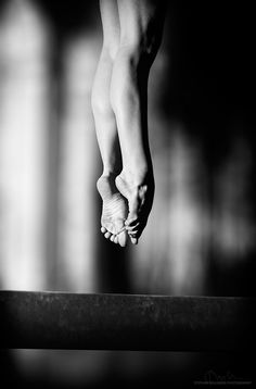 L'art du saut (The art of the jump) <3 . ... . dancing alone in the silence of the night!