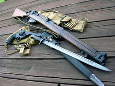 SMLE MkIII, bandolier & .303 rounds in chargers; pattern 1907 bayonet (& Webley revolver, holster & .455 rounds)
