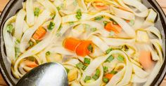 Relax while the slow cooker does the job . Here's the best chicken noodle soup Slow Cooker Soup, Slow Cooker Recipes, Crockpot Recipes, Soup Recipes, Cooking Recipes, Best Chicken Noodle Soup, Beef Stroganoff, Meal Prep, Voici