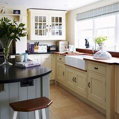 Gorgeous - Country kitchen with Belfast sink