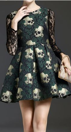 pretty dresses and clothes, what else do you want? Fashion Mode, Dark Fashion, Gothic Fashion, Alternative Mode, Alternative Fashion, Look 80s, Skull Dress, Lace Skull, Gold Skull