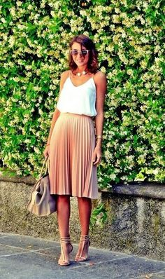 Summe trends | White cami, blish pleated midi skirt, strapped heels and a handbag