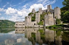 This week the Serbian government announced an agreement to renovate the magnificent Golubac Fortress as part of the Danube Strategy in Serbia. According to the report, million euro has been earmarked for funding the project. National Dog Show, National Parks, Places Around The World, Around The Worlds, Chateau Medieval, Medieval Fortress, Danube River, Macedonia, Slovenia
