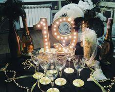 Great Gatsby party decorations, black and gold decorations, 1920's decorations, nineteenth birthday party ideas. Made: Marta Nutskovska