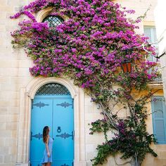 Get lost, get found 🌸 Turned a corner & stumbled upon this beautiful sight in Mdina yesterday - laying down some #malta history in my Insta Story! Any of you dreaming about a Malta trip? #visitmalta 📷: @aliciafashionista