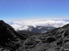 En s'élevant vers le cratère Dolomieu / Piton de la Fournaise / Ile de la Réunion