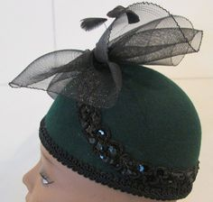 Hey, I found this really awesome Etsy listing at https://www.etsy.com/listing/213595058/vintage-dark-green-pill-box-hat-with