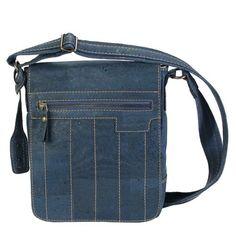 Die absolut praktische Schultertasche mit langem Schultergurt (Tasche gibt es in verschiedenen Farbtönen): http://www.korkstyle.de/handtaschen/schultertaschen/355/schultertasche?c=15
