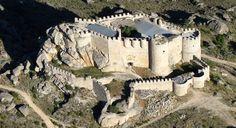 CASTLES OF SPAIN - Castillo de Aunqueospese o Manqueospese (Ávila). La construcción del castillo fue iniciada  en 1470 por Pedro Dávila, capitán del duque de Alba de Tormes, cuando los Reyes Católicos consolidaron su poder en Castilla y le otorgaron el título de conde del Risco, la construcción fue motivo de pleito, lo que obligó a paralizar las obras, de tal manera que no pudo ser terminado hasta 1504, por Esteban Dávila, hijo del anterior.