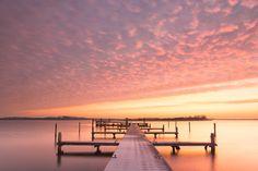Ochtendrood tijdens de zonsopkomst boven het Lauwersmeer