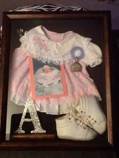 Creative DIY Shadow Box to Surprise Beloved Ones & Beautify Home Interior Shadow Box Diy, Shadow Box Memory, Shadow Box Frames, Craft Projects, Sewing Projects, Foto Fun, Heritage Scrapbooking, Baby Memories, Baby Keepsake