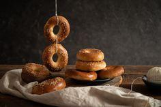 Tamarkine krúžky sme si zamilovali na prvý hryz. Jemné, nadýchané a mäkké kváskové pečivo so zaujímavým tvarom si pripravujeme pravidelne. Recipe Images, Bagel, Doughnut, Desserts, Basket, Bread, Deserts, Dessert, Postres