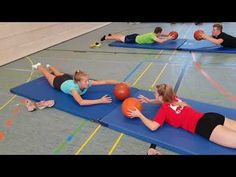 Kraft- und Koordinationstraining mit Ball und Matte - New Ideas Physical Activities For Kids, Health And Physical Education, Therapy Activities, Kids Education, Fitness Workouts, Gym Workout Videos, At Home Workouts, Yoga For Kids, Exercise For Kids