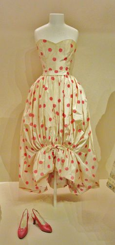 Ballon dress with pink pola dots, Cristòbal Balenciaga, Paris, 1954