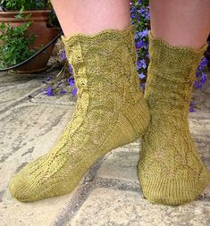 Free Knitting Pattern - Adult Slippers & Socks: Kew Socks