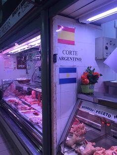 Encontré esto cabina con el signo y la bandera Argentina.  Creo que es fresco porque era la única cabina con otros países bandera.