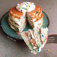 Funfetti Protein Pancakes Healthy Breakfast Breads, Breakfast Recipes, Pancake Recipes, Breakfast Ideas, Protein Pancakes, Protein Snacks, Protein Powder Recipes, Protein Recipes, Healthy Treats