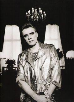 Larry Mullen Jr, -- U2 & i - The Photos of Anton Corbijn 1982-2004 - U2 Feedback