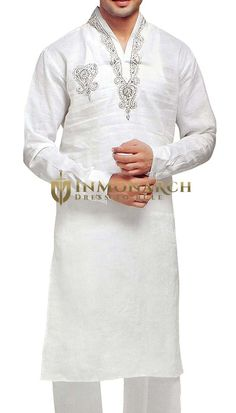 Mens silver hand embroidery work on V neck collar and right chest full sleeves with cuff long kurta pyjama made from white color pure linen fabric. It has bottom as pyjama made from same fabric. Kurta Pajama Men, Kurta Men, Gents Kurta Design, Pakistani Kurta, Indian Outfits, Indian Clothes, Kurta Patterns, White Kurta, Culture Clothing