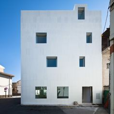 Three apartaments - Gójar, Spain Elisa Valero Ramos www.elisavalero.com via archdaily.com  for #form