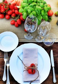 napkin decoration with cherry tomatoes #napkin #decoration #cherry #tomatoes