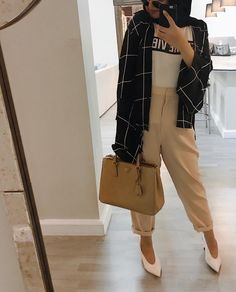 Pinterest: @adarkurdish Muslim Fashion, Modest Fashion, Girl Fashion, Fashion Outfits, Casual Hijab Outfit, Casual Outfits, Modern Hijab, Hijab Fashion Inspiration, Hijab Style