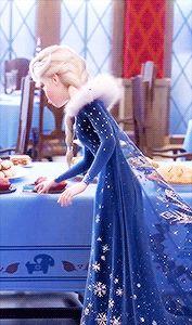 Look how happy Elsa is! She's so skinny tho Disney And Dreamworks, Disney Pixar, Walt Disney, Disney Marvel, Jelsa, Princesa Disney Frozen, Disney Frozen Elsa, Disney Princess, Frozen Wallpaper