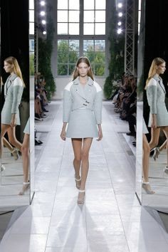Foto BLZ2014 - Balenciaga Lente/Zomer 2014 (1) - Shows - Fashion - VOGUE Nederland