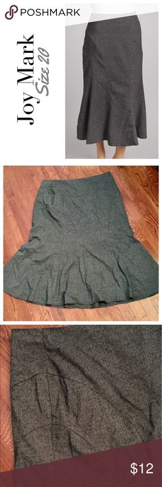 Long gray size 20 skirt, curve hugging! Joy Mark This skirt is perfect for work, but still has a lot of sex appeal from its curve-hugging shape! The tailoring at the hip helps slim and shape. It's a size 20, from Joy Mark. I really loved this skirt, but it's made from a heavy material and is fully lined. It was perfect for New Jersey, but it's too warm since I moved to Texas. Joy Mark Skirts