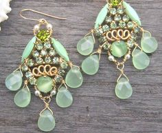 I love these chandelier earrings in gypsy style, delicate mint/pistache colour mixed with gold