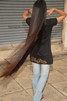 Very lonnnnnnggggg  Hair.