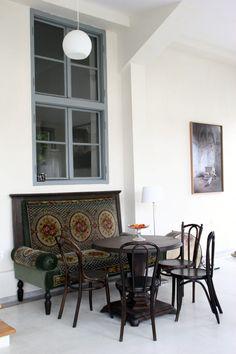 Favorite sitting and dining area Visit Romania, Furniture Restoration, Dining Area, Old School, Design, Mai, Home Decor, Decorating Ideas, Interiors