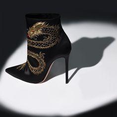 6,654 отметок «Нравится», 56 комментариев — Gianvito Rossi (@gianvitorossi) в Instagram: «Dragon bootie is inspired by the graphic symbolism of the Far East. #GianvitoBooties»