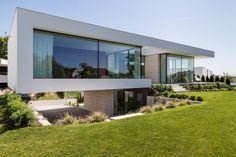 Neubau WEOT - Architekturbüro Arkade Modern Architecture House, Residential Architecture, Architecture Details, Modern Garden Design, Modern House Design, Concrete Houses, Modern Architects, Fancy Houses, House Front Design