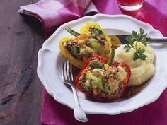 Paprika mit Hack-Gemüse-Füllung ist ein Rezept mit frischen Zutaten aus der Kategorie Fruchtgemüse. Probieren Sie dieses und weitere Rezepte von EAT SMARTER!