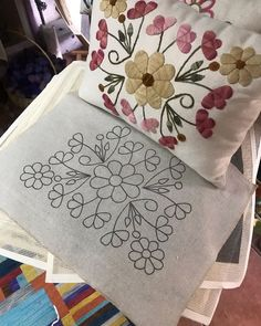 Hand Embroidery Patterns Flowers, Hand Embroidery Videos, Hand Work Embroidery, Embroidery Flowers Pattern, Hand Embroidery Designs, Diy Embroidery, Embroidery Stitches, Cushion Embroidery, Embroidered Cushions