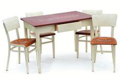Dřevěný jídelní stůl se zásuvkou a 4 židle  #vetešnictví #bazar  #retro #bazarnábytku #junkshop #Vintage