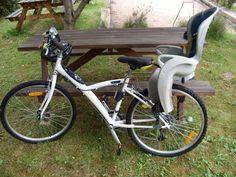 #Location Vélo VTC marque B-TWIN, femme, taille adulte. Equipé d'un siège bébé et pouvant être fourni avec casque adulte et casque enfant. Disponible exclusivement sur www.placedelaloc.com #consocollab #velo