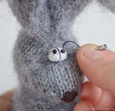 Knitting Eyes for Toys Mouse Crafts, Dog Crafts, Yarn Crafts, Bunny Crochet, Knit Or Crochet, Crochet Toys, Knitted Stuffed Animals, Knitted Animals, Amigurumi Patterns