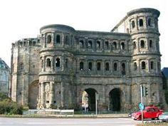 Trier, Germany-  Seit 1986 ist die Porta Nigra Teil des UNESCO-Welterbes Römische Baudenkmäler. Die #Porta #Nigra ist das besterhaltene römische Stadttor Deutschlands.