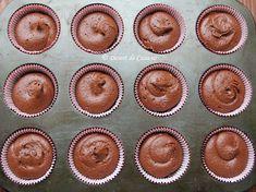 Briose cu ciocolata - Desert De Casa - Maria Popa Cheesecake Cupcakes, Romanian Food, Food Cakes, Dessert Bars, Cookie Recipes, Muffin, Food And Drink, Sweets, Cookies