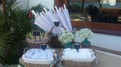 Proteja-se, refresque-se, emocione-se e festeje (sombrinha, leques, lencinhos e saquinhos de arroz) Área da Cerimônia -  Decoração by WandaZ
