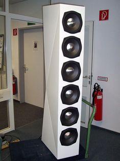 Subsonus: als Erweiterung für die BM 30 gedacht. Wenn Sie wissen wollen, wie sich ein Erdbeben anfühlt…bitte sehr! High End Speakers, Best Speakers, Hifi Audio, Stereo Speakers, Speaker System, Audio System, Loudspeaker, Audiophile, Locker Storage