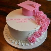 Cute cap idea for graduation party cake