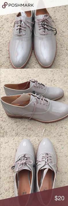 NWT Taupe oxford style shoes Taupe shiny oxfords. The perfect everyday neural color. Super cute shoes. Never been worn, tags still on. H&M Shoes Flats & Loafers