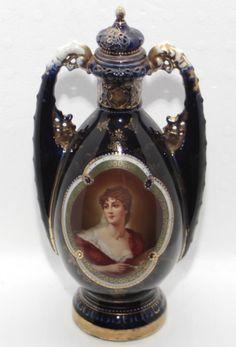 Ânfora em porcelana Francesa na tonalidade