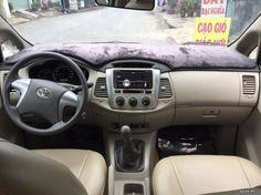 Nhà bán xe Toyota Innova 2.0E màu Bạc sản xuất cuối năm 20