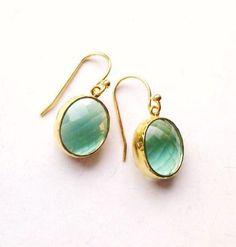 Vergoldete Ohrringe - ♛ Zartes Grünes ♛ Kristall an verg. Ohrhaken - ein Designerstück von lilliloewe bei DaWanda